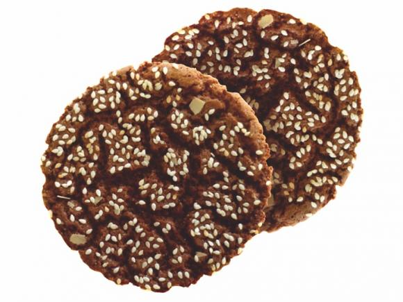 """Korolevskoye"" with cocoa and sesame seeds"